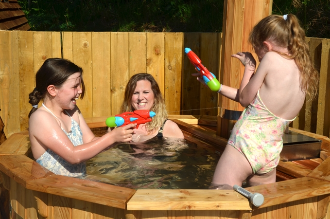 Fun in the hot tub at Wigwam® Holidays Brampton